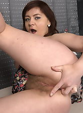 Horny slut uses dildo well