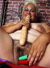 Big slut hairy pussy two dildoes