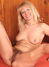 Merilyns hairy pussy is sure to please all natural lovers